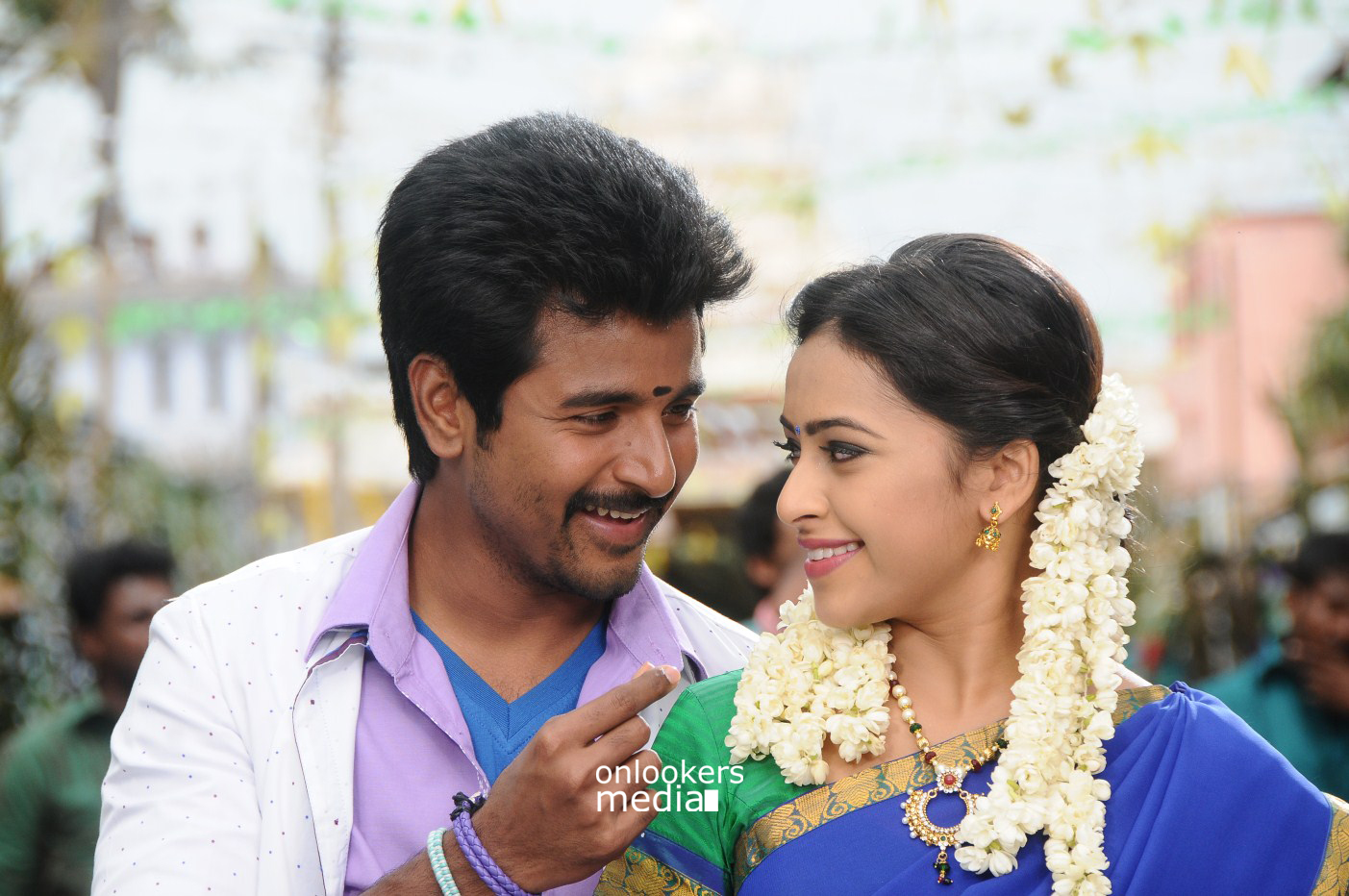 Kaaki Sattai Stills-Images-Photos-Sivakarthikeyan-Onlookers Media