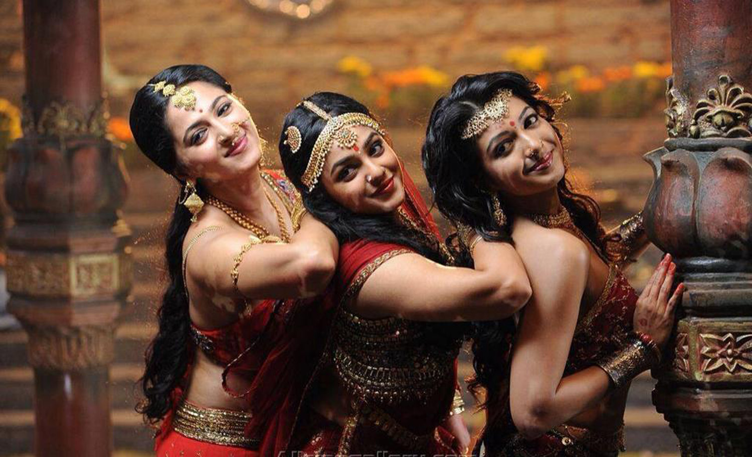 Rudhramadevi Stills-Images-Photos-Allu Arjunu-Anushka Shetty-Telugu Movie 2015-Onlookers Media