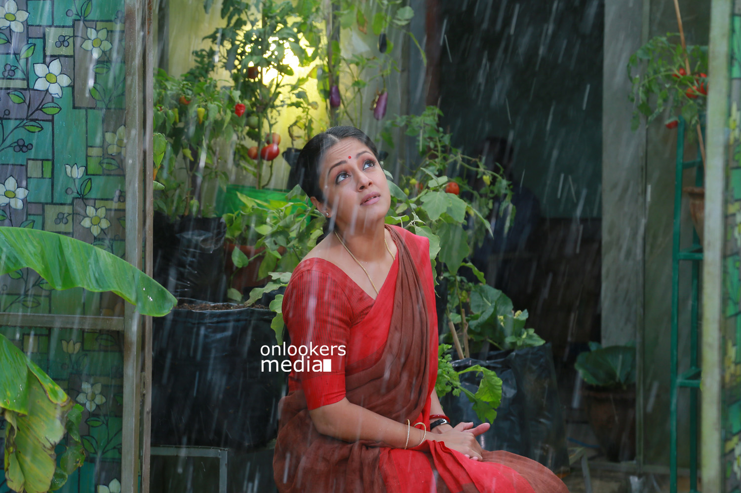Jyothika in 36 Vayadhinile Stills-Images-Photos-Tamil Movie 2015-Suriya-Onlookers Media