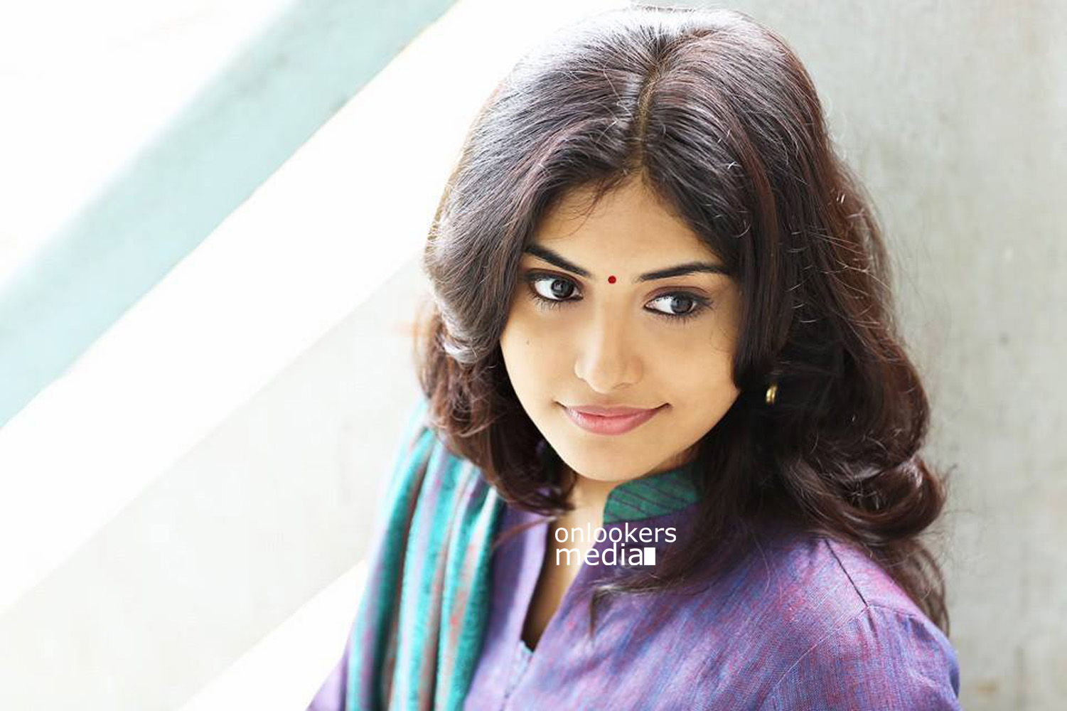 Manjima Mohan Stills-Images-Photos-Vadakkan Selfie Actress-Onlookers Media