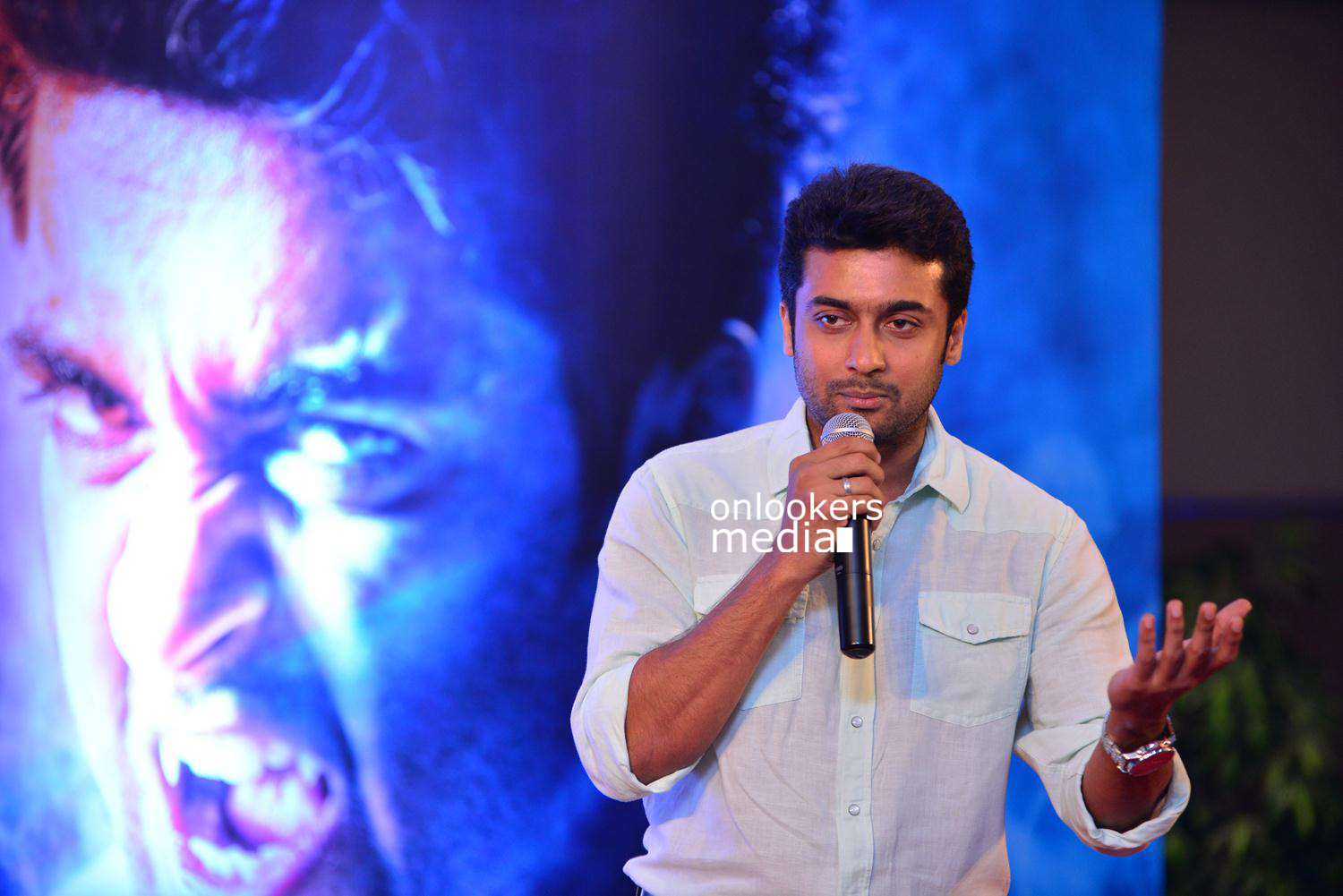 Suriya at Kochi-Mass Press Meet Stills-Mass Engira Maasilamani-Mass Stills-Onlookers Media