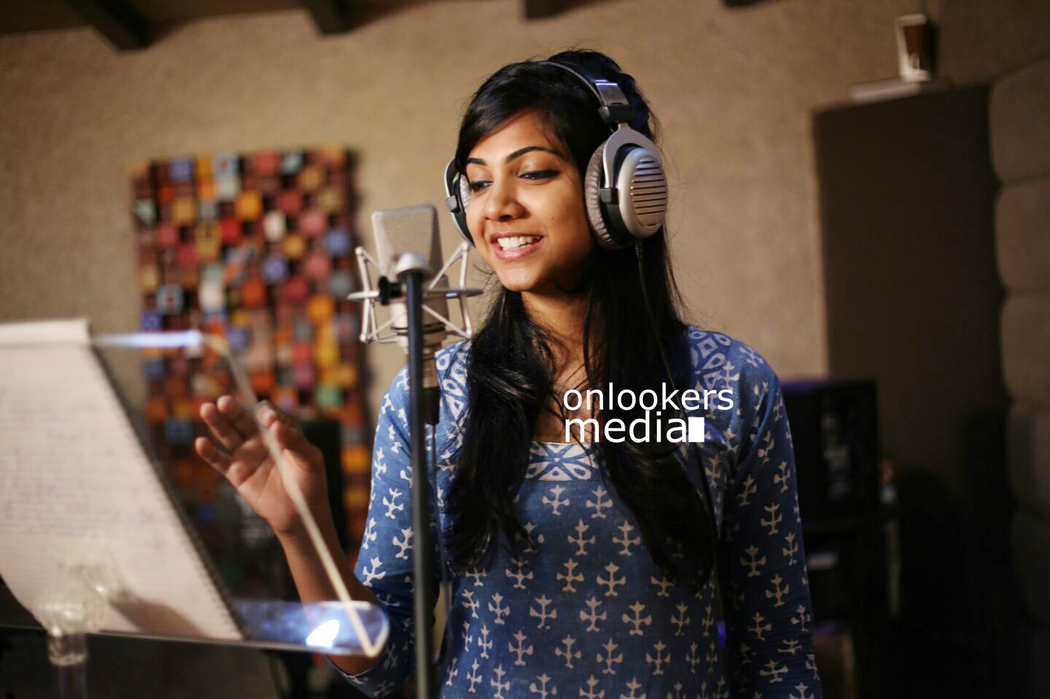 Madonna Sebastian singing for Thottavadi movie-Stills-Photos