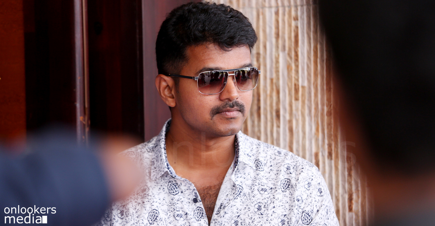 Ilaya Thalapathy Vijay in trouble again