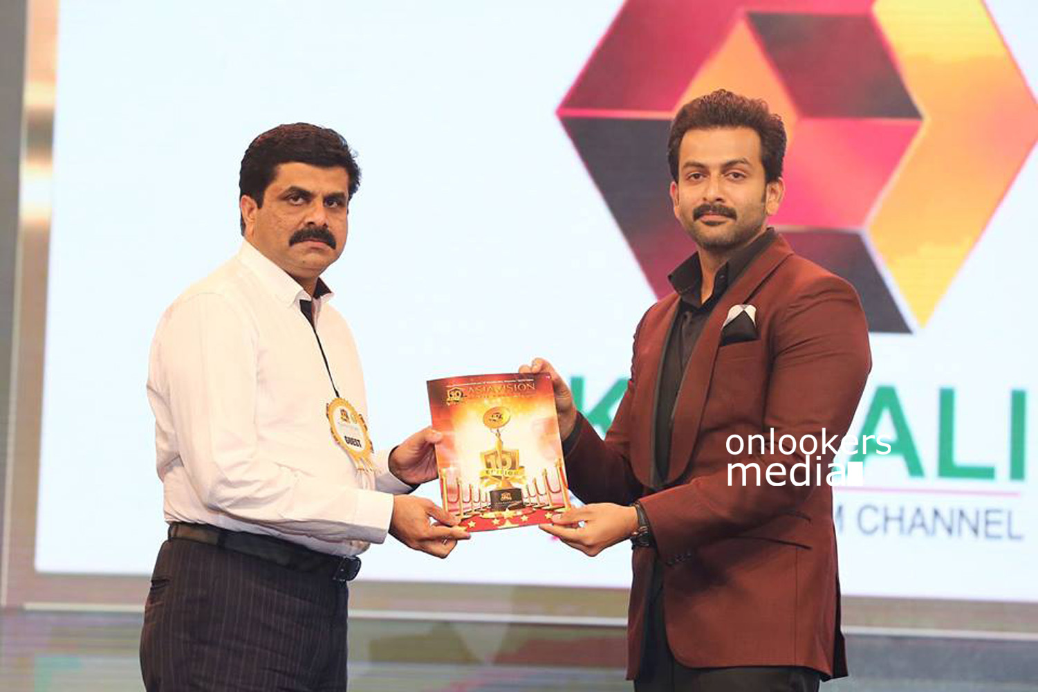 Asiavision Awards 2015 Stills, Asiavision Awards, Asiavision Awards winners, prithviraj Asiavision Awards, prithviraj best actor awards. malayalam best actor award 2015