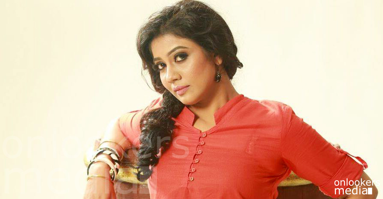 Rachana Narayanankutty reveals the reasons behind her divorce