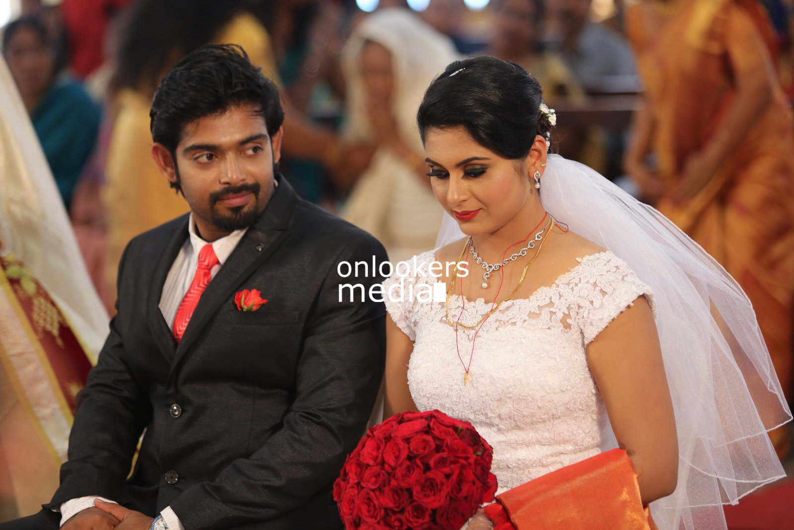 Sruthi Lakshmi, Sruthi Lakshmi wedding stills photos, Sruthi Lakshmi marriage photos, Sruthi Lakshmi wedding reception, malayalam actress wedding, kerala wedding style