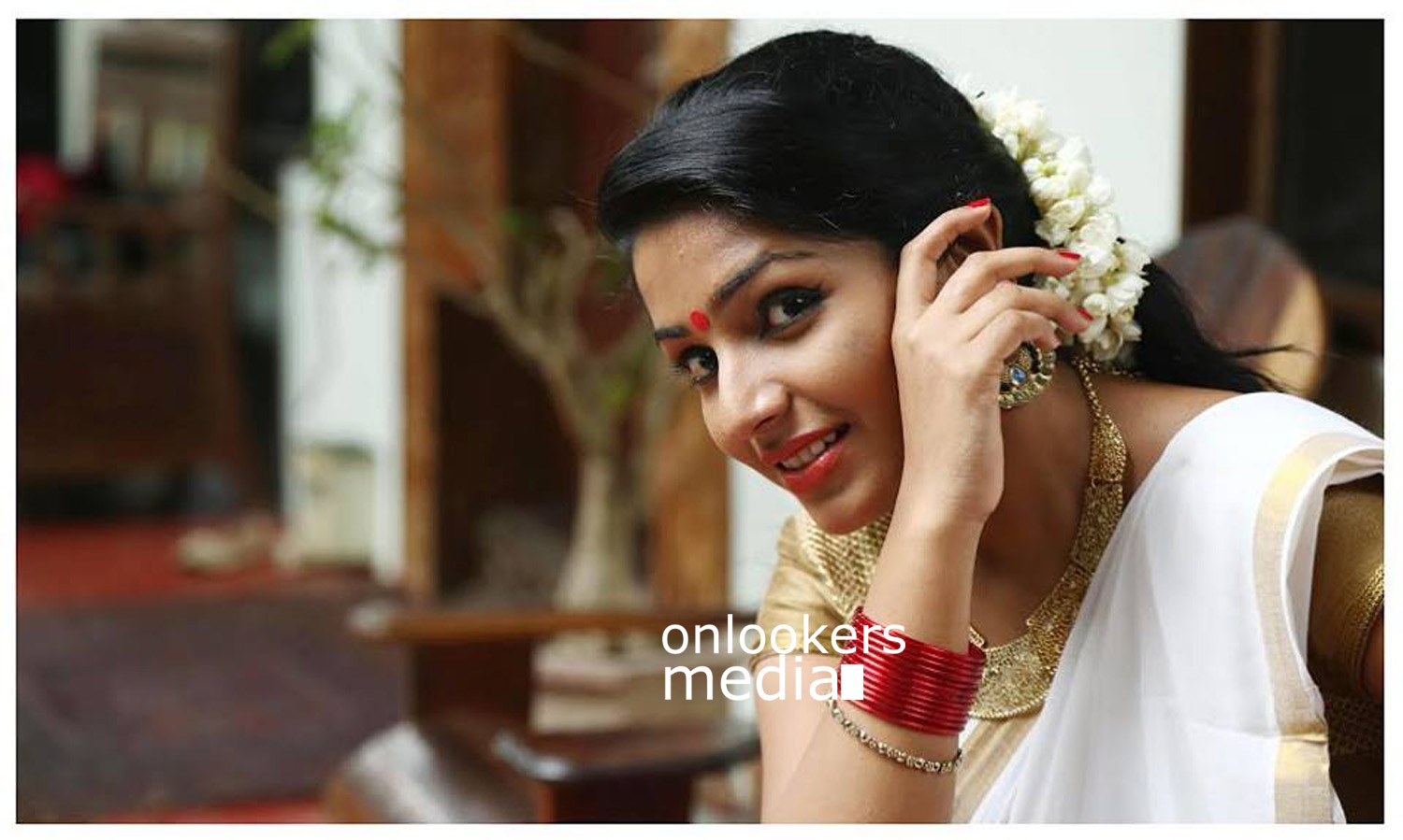Anuraga Karikkin Vellam actress Rajisha Vijayan stills photos