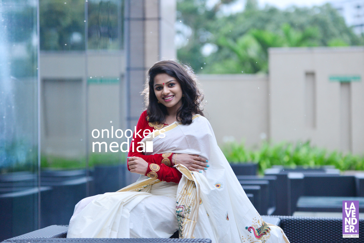 http://onlookersmedia.in/wp-content/uploads/2016/09/Happy-Wedding-Actress-Delna-Davis-Onam-Photoshoot-Stills-Photos-28.jpg
