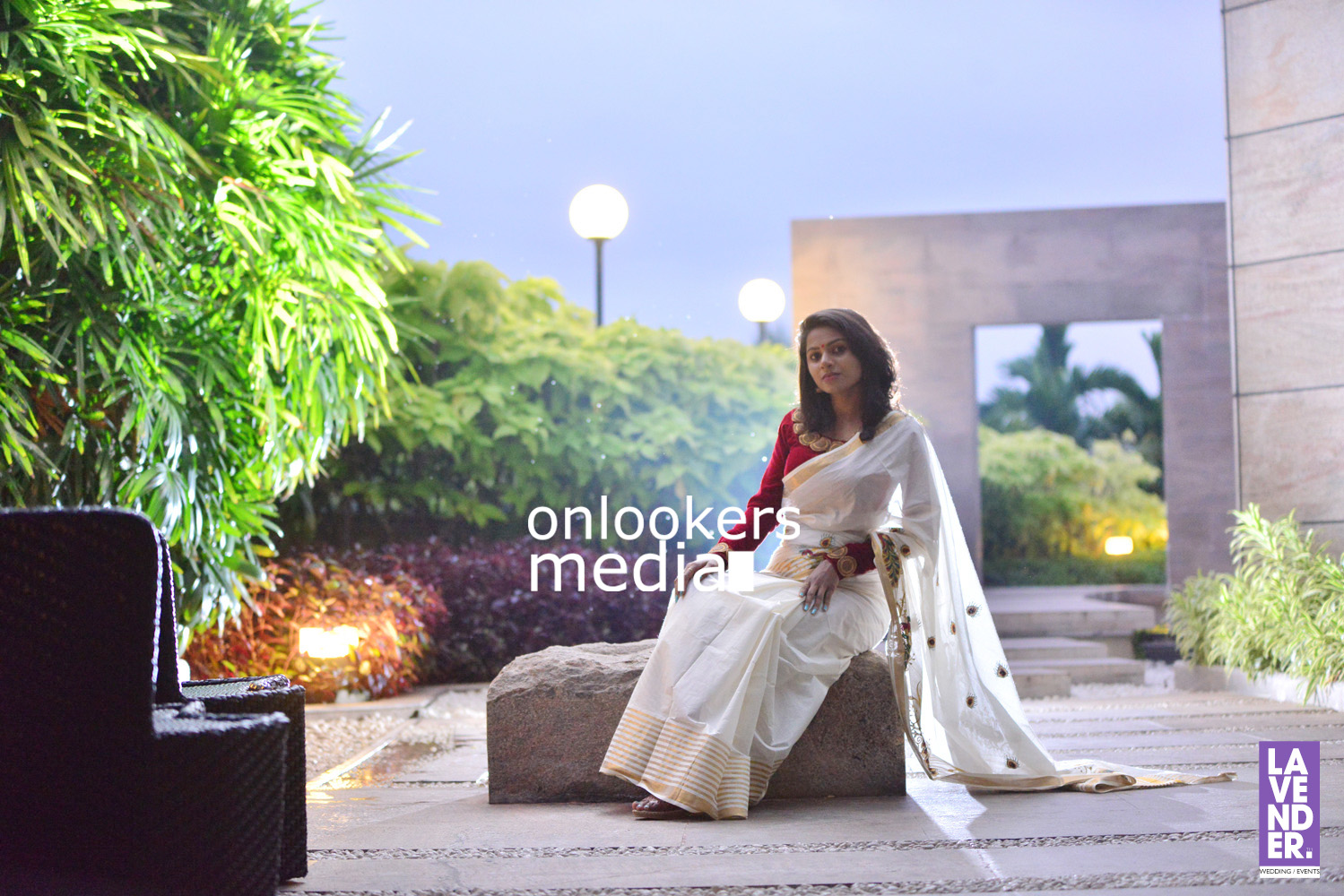 http://onlookersmedia.in/wp-content/uploads/2016/09/Happy-Wedding-Actress-Delna-Davis-Onam-Photoshoot-Stills-Photos-7.jpg