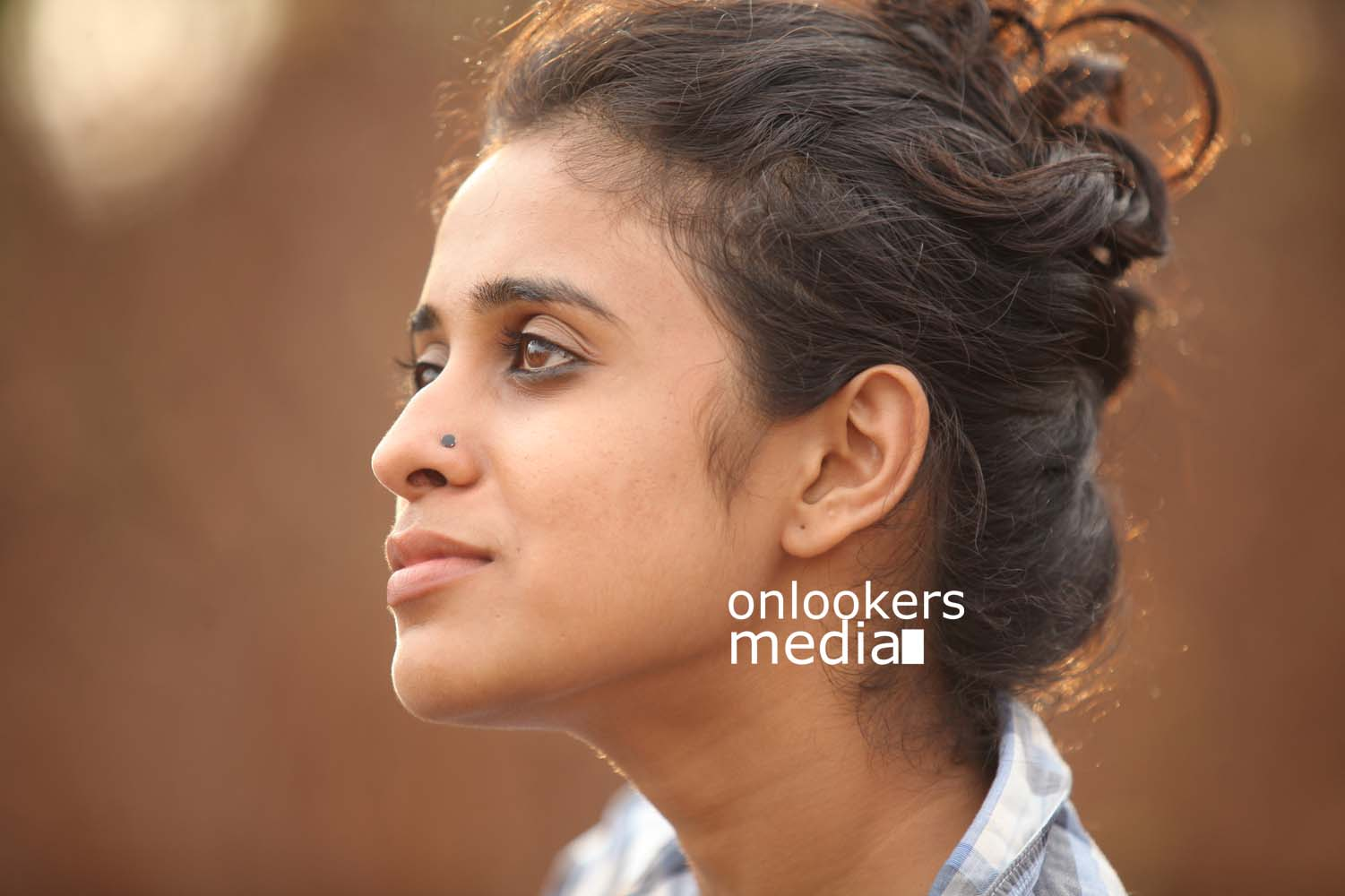 http://onlookersmedia.in/wp-content/uploads/2016/10/Annu-Antony-Devika-in-Aanandam-Malayalam-movie.jpg