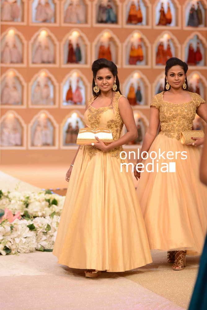 http://onlookersmedia.in/wp-content/uploads/2016/10/Beena-Kannan-Bridal-Show-2016-Stills-Photos-4.jpg