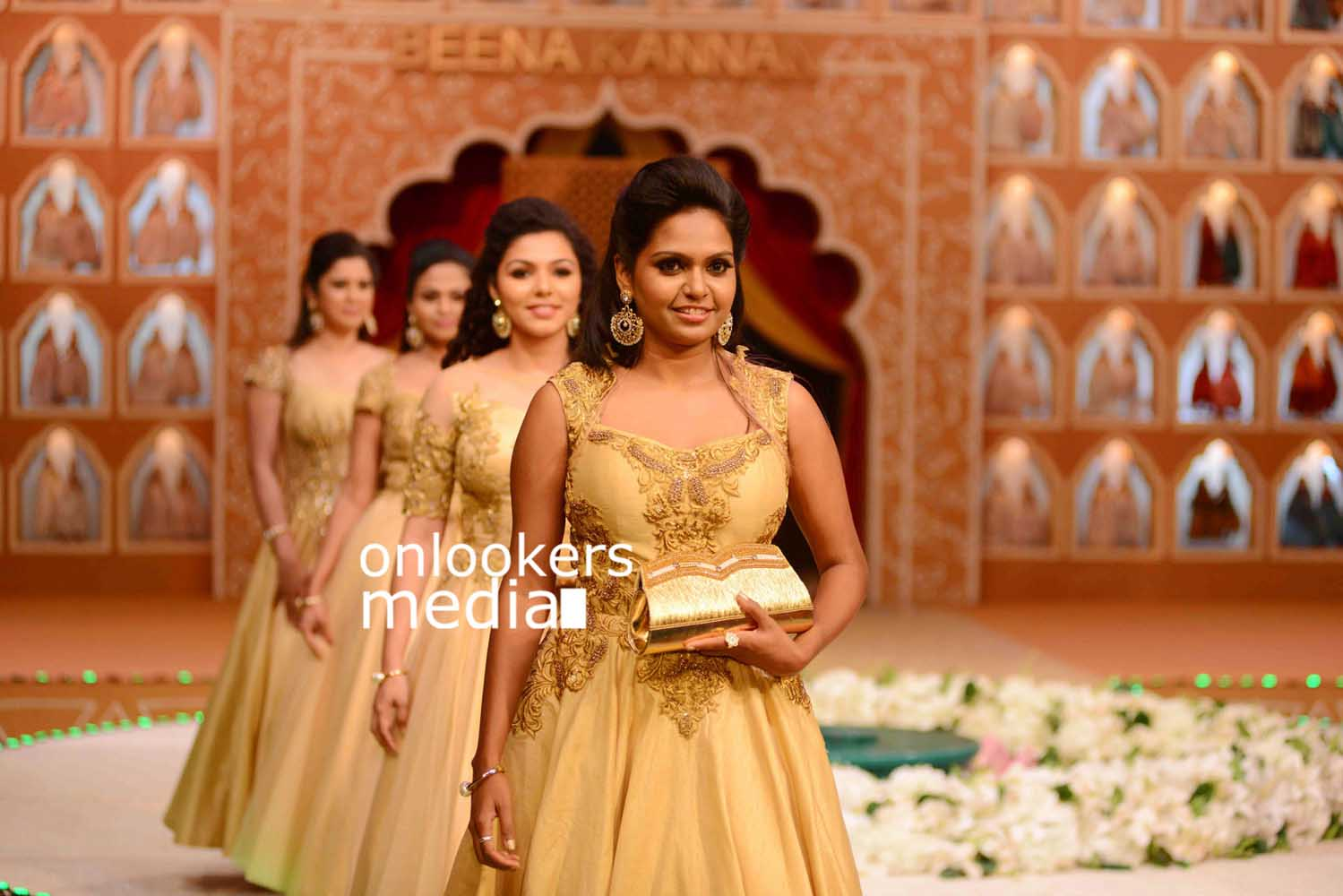http://onlookersmedia.in/wp-content/uploads/2016/10/Beena-Kannan-Bridal-Show-2016-Stills-Photos-8.jpg