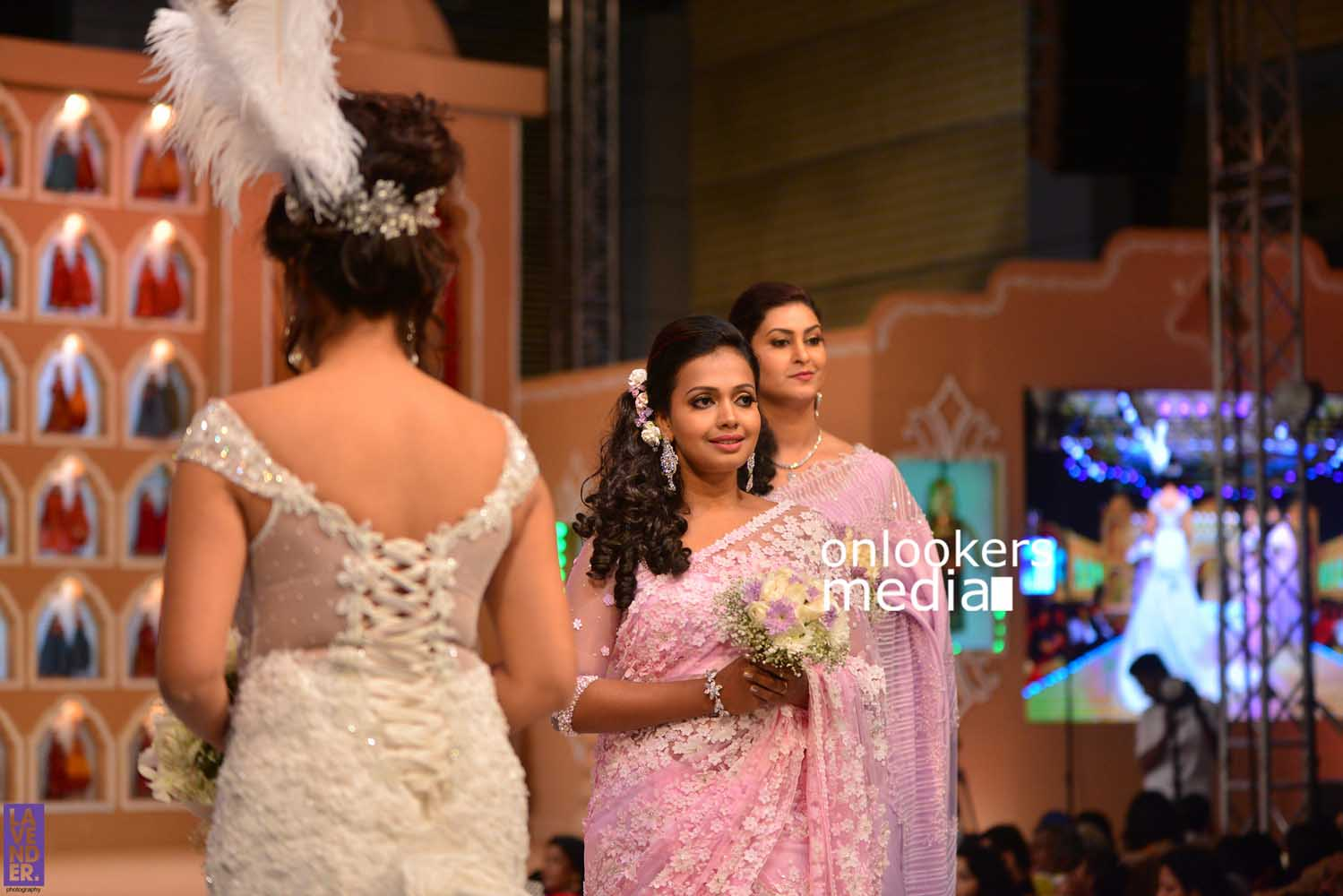 http://onlookersmedia.in/wp-content/uploads/2016/10/Beena-Kannan-Bridal-Show-2016-Stills-Photos-Seematti-112.jpg