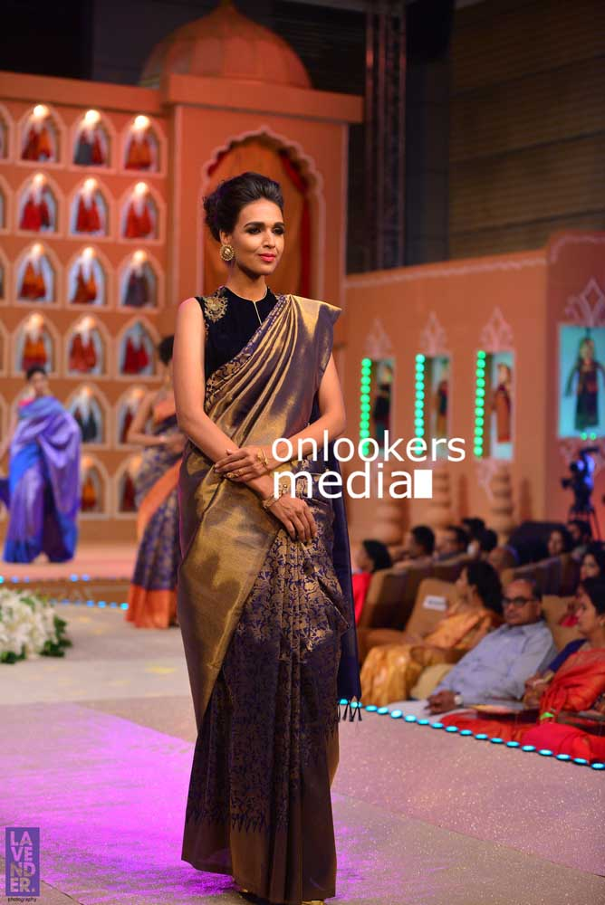 http://onlookersmedia.in/wp-content/uploads/2016/10/Beena-Kannan-Bridal-Show-2016-Stills-Photos-Seematti-151.jpg