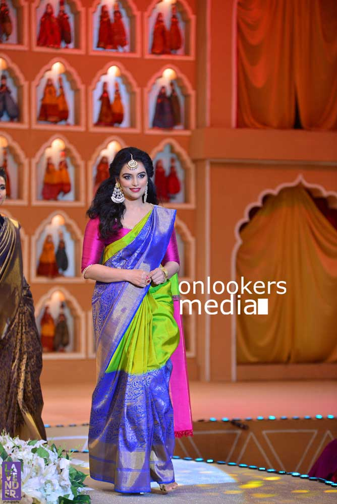 http://onlookersmedia.in/wp-content/uploads/2016/10/Beena-Kannan-Bridal-Show-2016-Stills-Photos-Seematti-181.jpg
