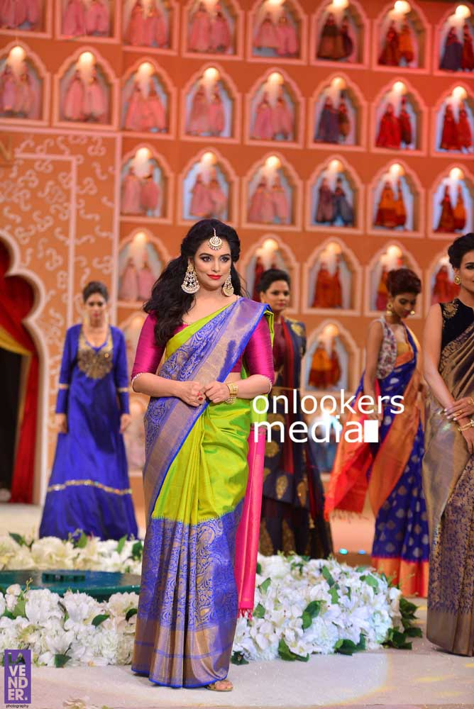 http://onlookersmedia.in/wp-content/uploads/2016/10/Beena-Kannan-Bridal-Show-2016-Stills-Photos-Seematti-182.jpg