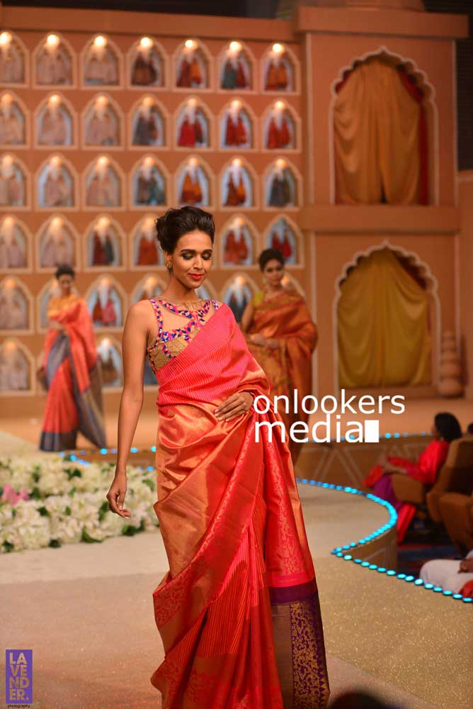 http://onlookersmedia.in/wp-content/uploads/2016/10/Beena-Kannan-Bridal-Show-2016-Stills-Photos-Seematti-200.jpg