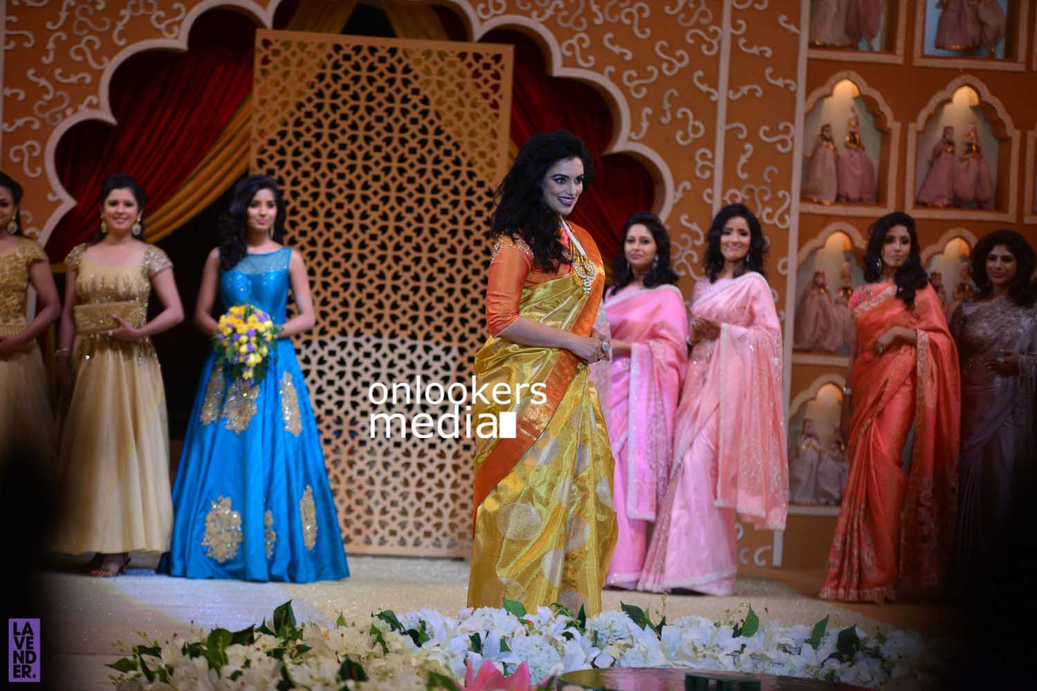 http://onlookersmedia.in/wp-content/uploads/2016/10/Beena-Kannan-Bridal-Show-2016-Stills-Photos-Seematti-69.jpg