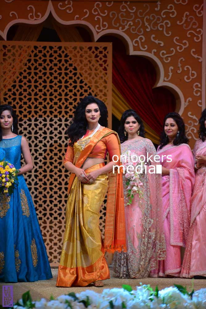 http://onlookersmedia.in/wp-content/uploads/2016/10/Beena-Kannan-Bridal-Show-2016-Stills-Photos-Seematti-74.jpg