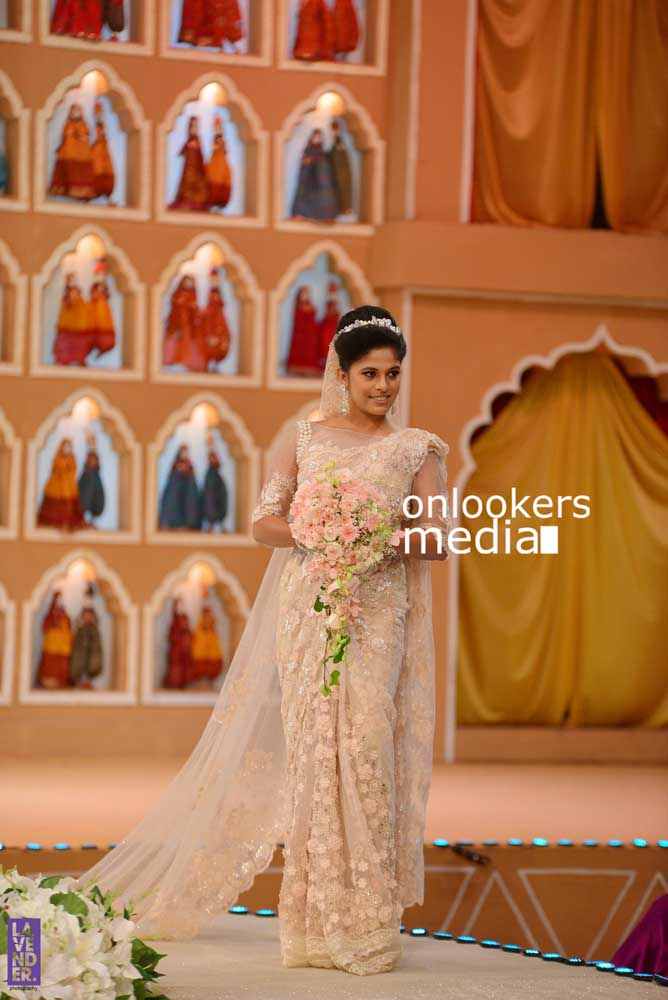 http://onlookersmedia.in/wp-content/uploads/2016/10/Beena-Kannan-Bridal-Show-2016-Stills-Photos-Seematti-76.jpg