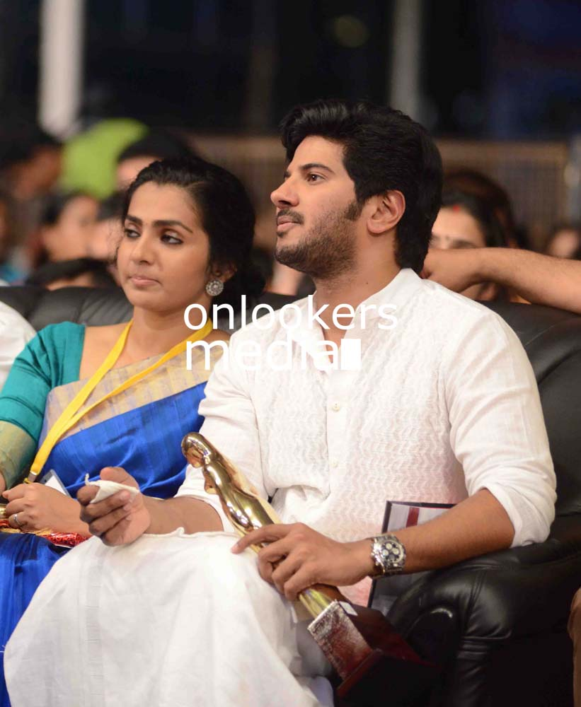 http://onlookersmedia.in/wp-content/uploads/2016/10/Dulquer-Kerala-State-Film-Awards-2015-stills-Photos-10.jpg