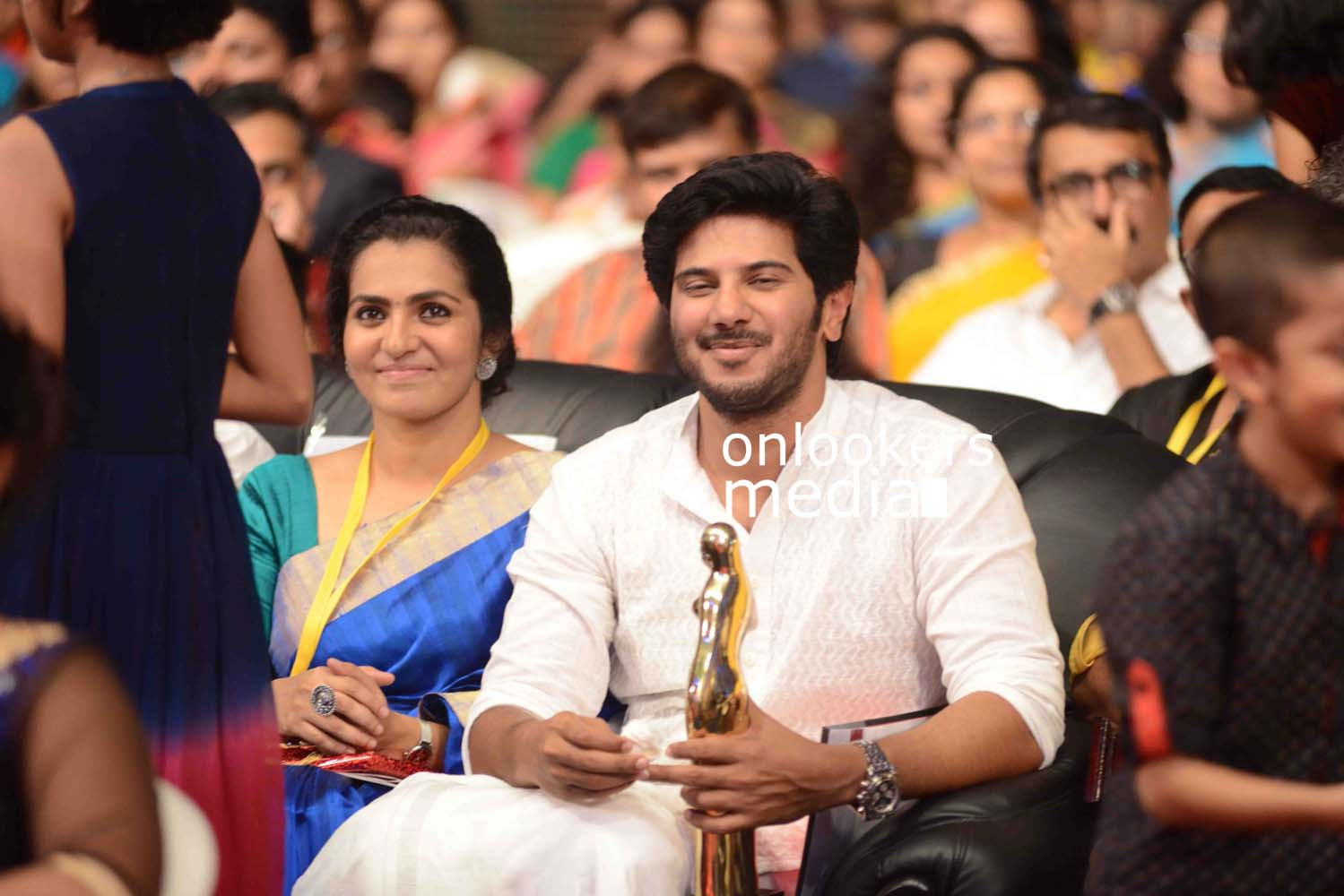 http://onlookersmedia.in/wp-content/uploads/2016/10/Dulquer-Kerala-State-Film-Awards-2015-stills-Photos-13.jpg