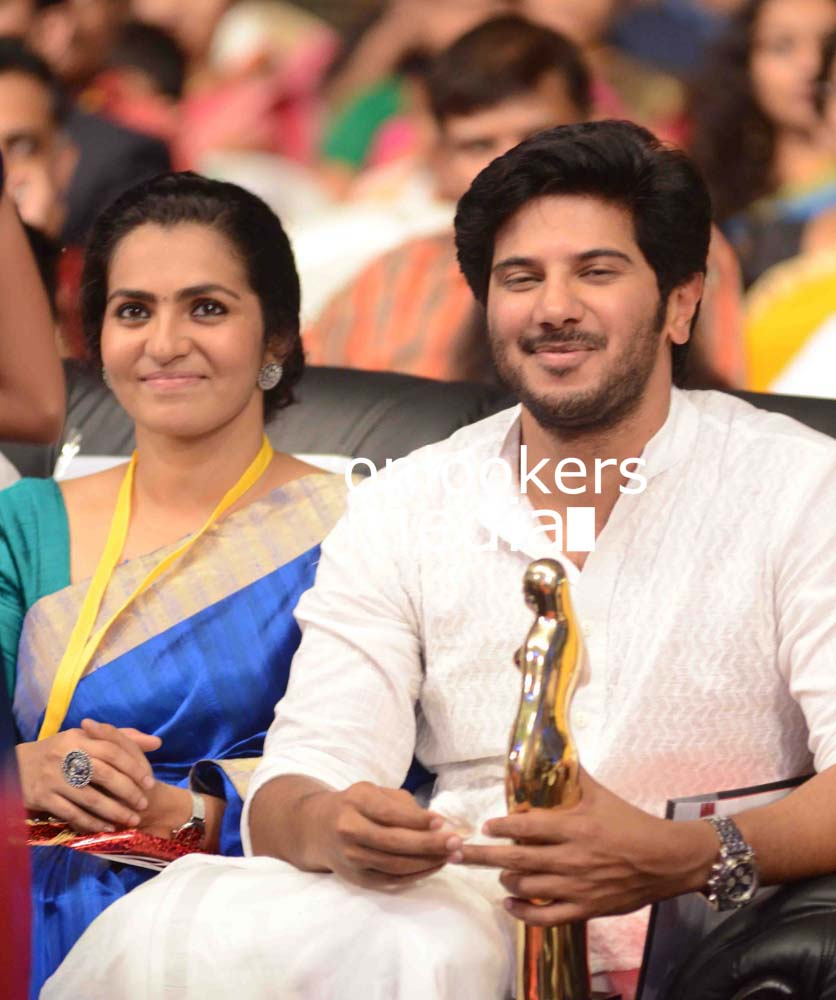 http://onlookersmedia.in/wp-content/uploads/2016/10/Dulquer-Kerala-State-Film-Awards-2015-stills-Photos-14.jpg