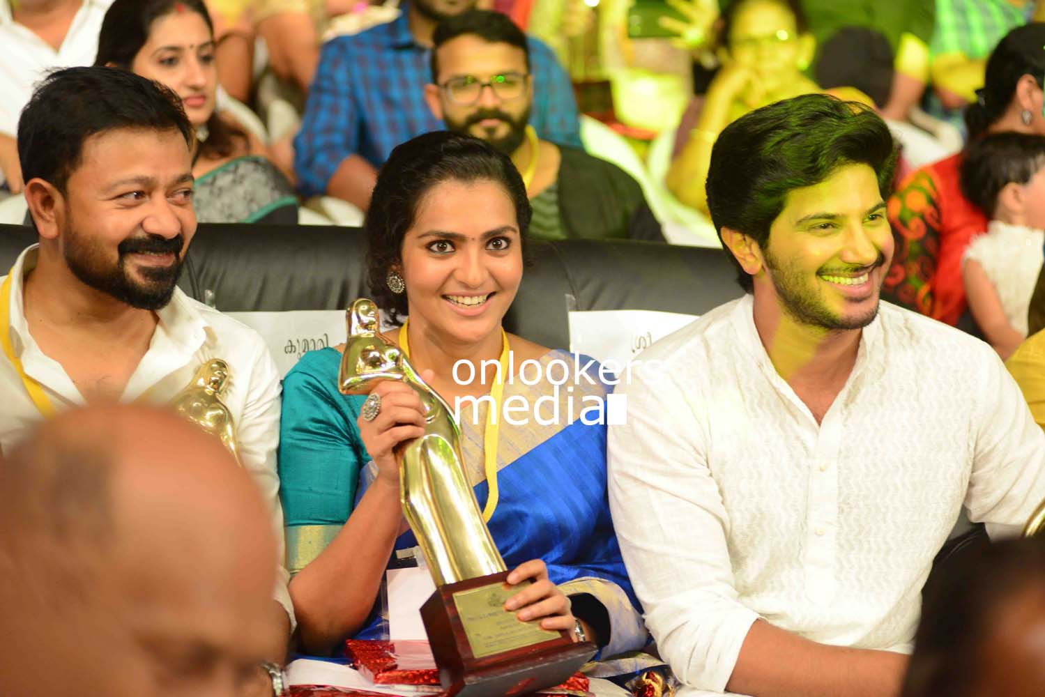 http://onlookersmedia.in/wp-content/uploads/2016/10/Dulquer-Kerala-State-Film-Awards-2015-stills-Photos-8.jpg