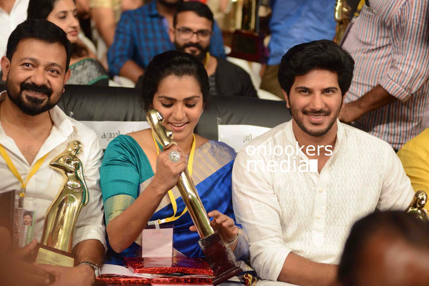 http://onlookersmedia.in/wp-content/uploads/2016/10/Dulquer-Kerala-State-Film-Awards-2015-stills-Photos-9.jpg