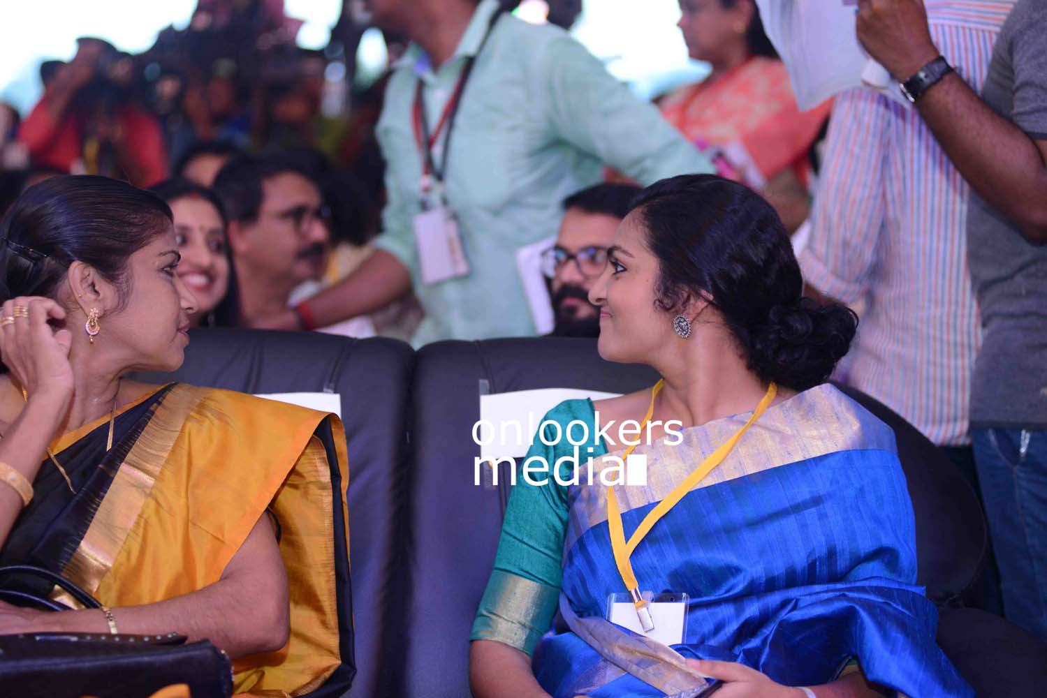 http://onlookersmedia.in/wp-content/uploads/2016/10/Kerala-State-Film-Awards-2015-stills-Photos-12.jpg