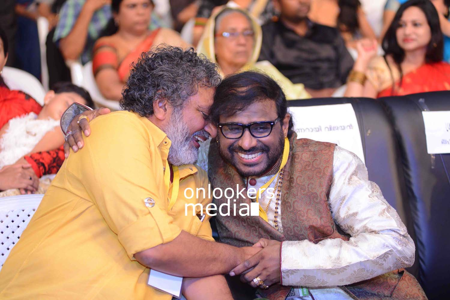 http://onlookersmedia.in/wp-content/uploads/2016/10/Kerala-State-Film-Awards-2015-stills-Photos-26.jpg