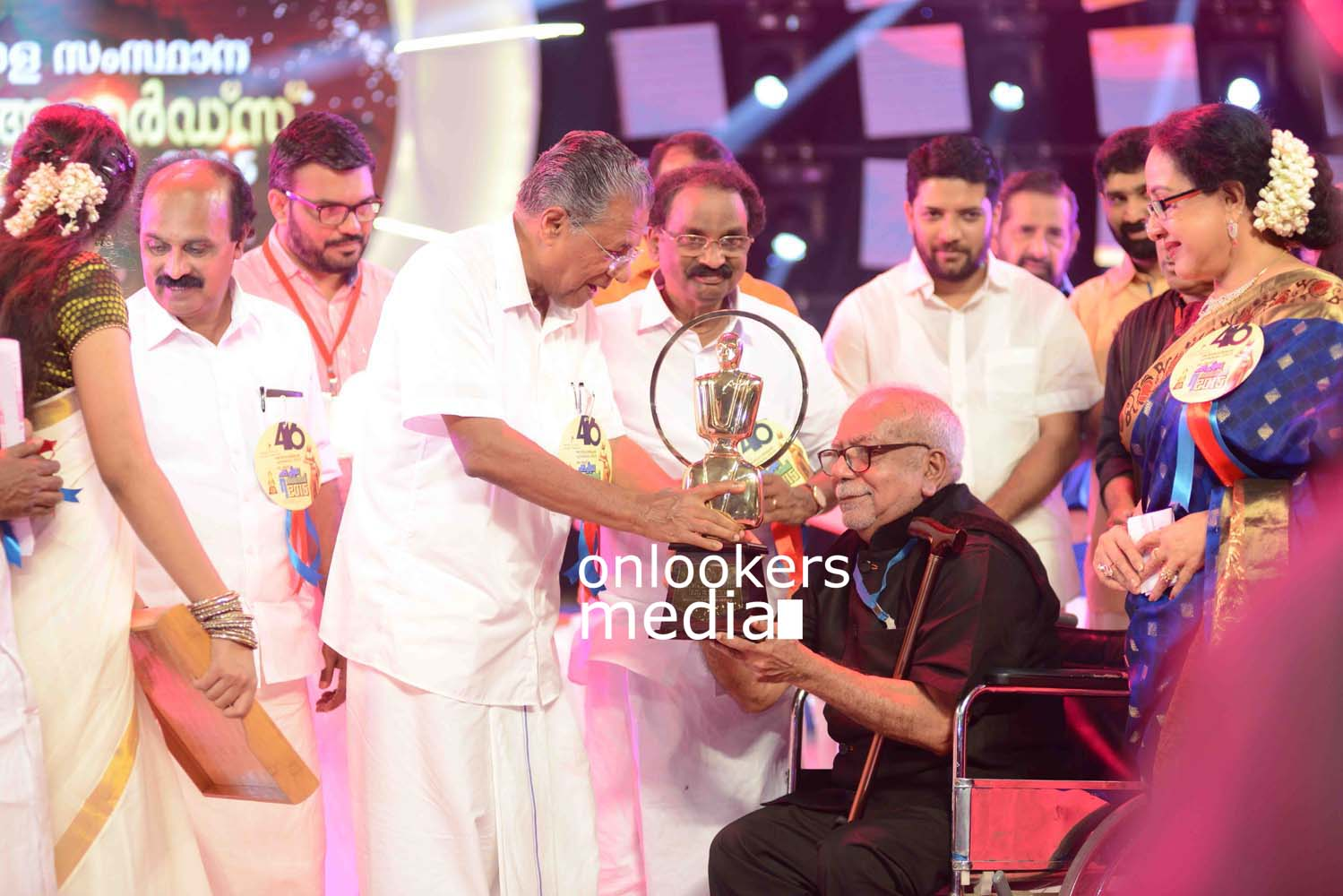 http://onlookersmedia.in/wp-content/uploads/2016/10/Kerala-State-Film-Awards-2015-stills-Photos-35.jpg