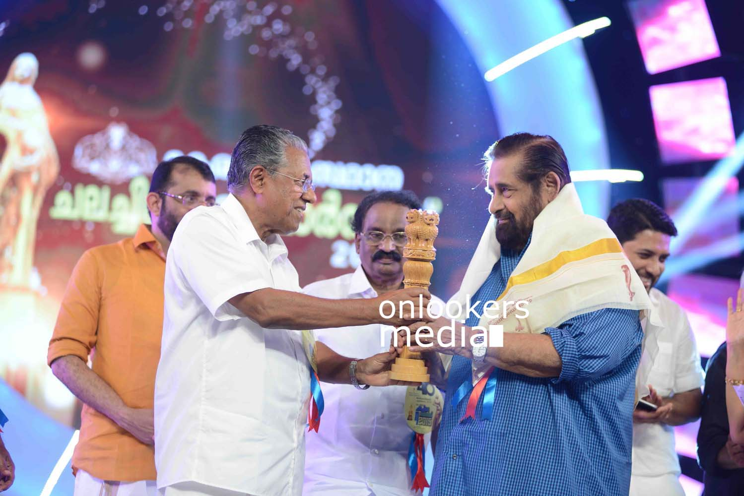 http://onlookersmedia.in/wp-content/uploads/2016/10/Kerala-State-Film-Awards-2015-stills-Photos-38.jpg