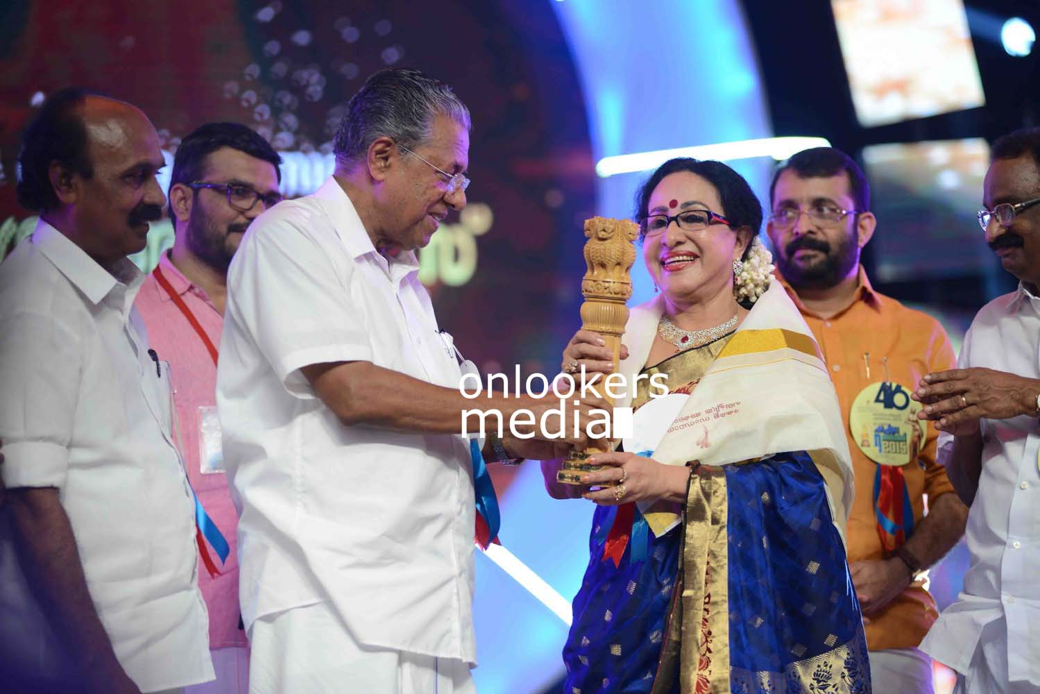 http://onlookersmedia.in/wp-content/uploads/2016/10/Kerala-State-Film-Awards-2015-stills-Photos-39.jpg