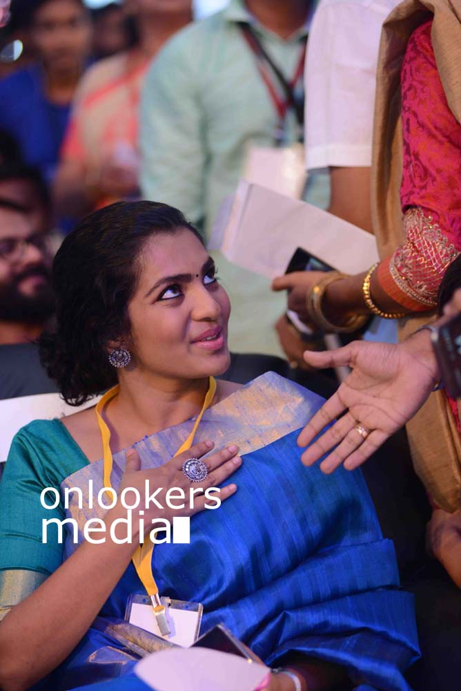 http://onlookersmedia.in/wp-content/uploads/2016/10/Kerala-State-Film-Awards-2015-stills-Photos-4.jpg