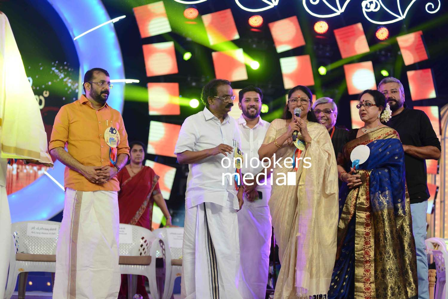 http://onlookersmedia.in/wp-content/uploads/2016/10/Kerala-State-Film-Awards-2015-stills-Photos-40.jpg