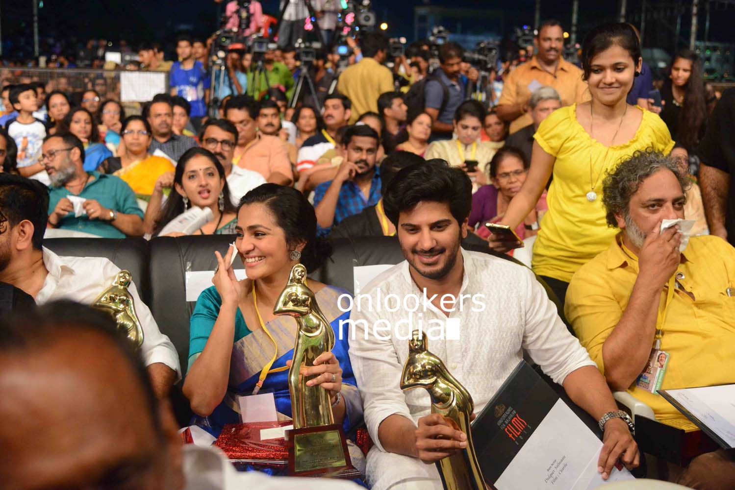 http://onlookersmedia.in/wp-content/uploads/2016/10/Kerala-State-Film-Awards-2015-stills-Photos-56.jpg