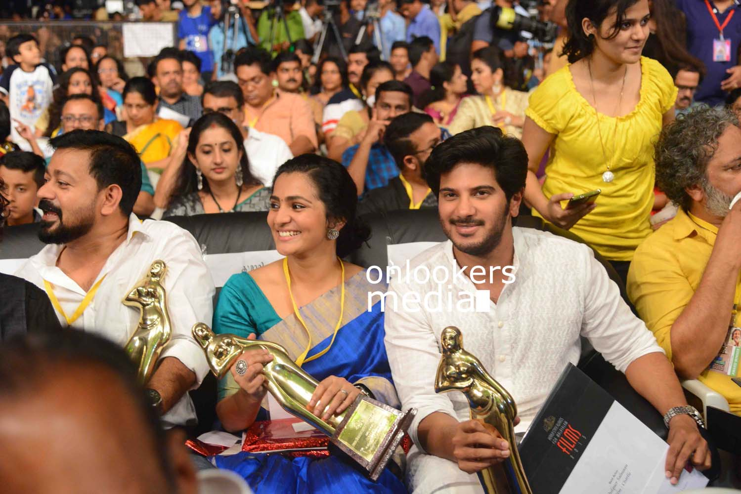 http://onlookersmedia.in/wp-content/uploads/2016/10/Kerala-State-Film-Awards-2015-stills-Photos-57.jpg