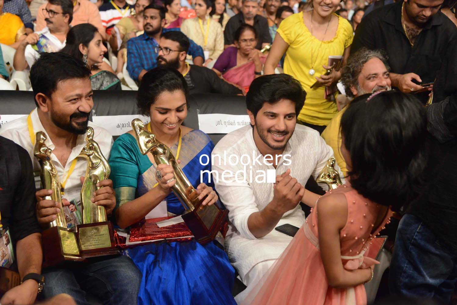 http://onlookersmedia.in/wp-content/uploads/2016/10/Kerala-State-Film-Awards-2015-stills-Photos-58.jpg