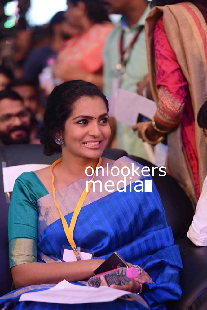 http://onlookersmedia.in/wp-content/uploads/2016/10/Parvathy-at-Kerala-State-Film-Awards-2015-stills-Photos-1.jpg