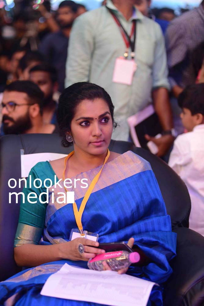 http://onlookersmedia.in/wp-content/uploads/2016/10/Parvathy-at-Kerala-State-Film-Awards-2015-stills-Photos-2.jpg