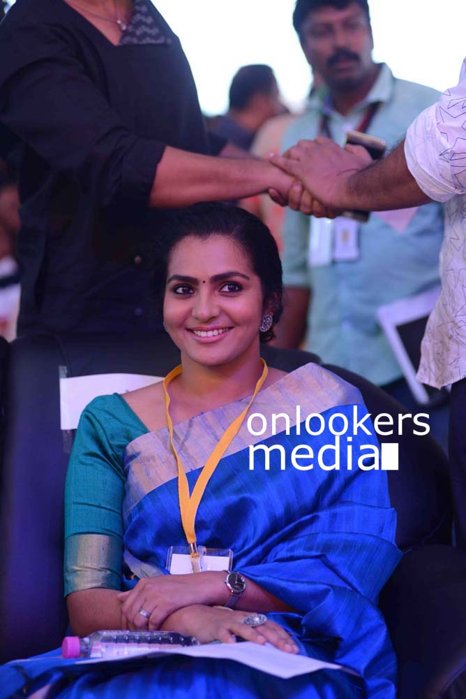 http://onlookersmedia.in/wp-content/uploads/2016/10/Parvathy-at-Kerala-State-Film-Awards-2015-stills-Photos-3.jpg