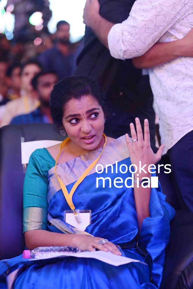 http://onlookersmedia.in/wp-content/uploads/2016/10/Parvathy-at-Kerala-State-Film-Awards-2015-stills-Photos-4.jpg