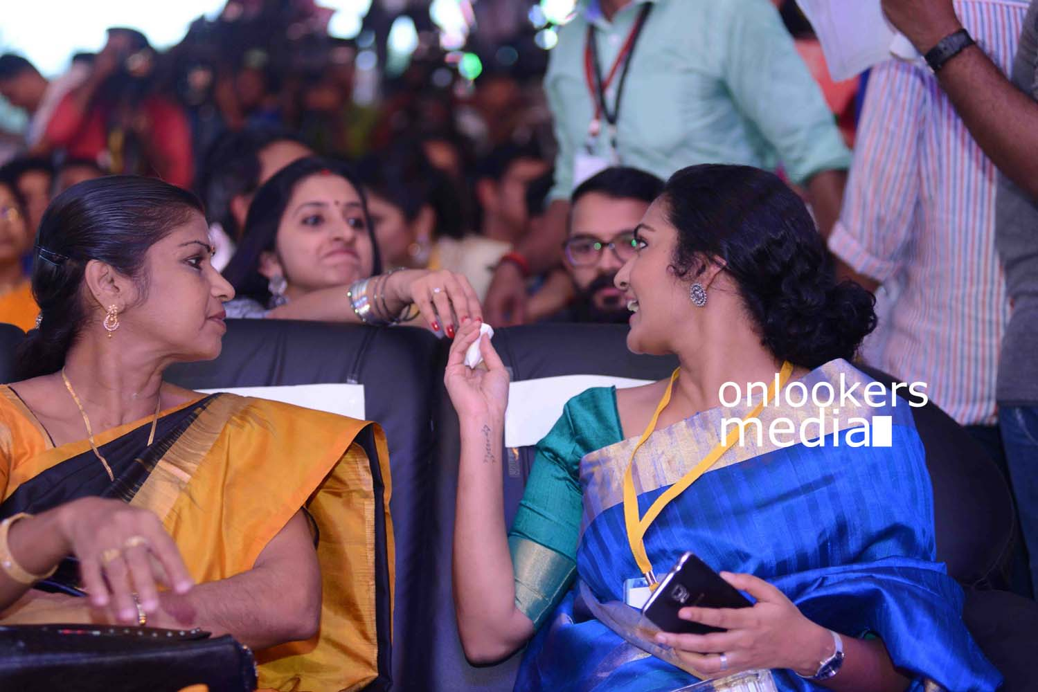 http://onlookersmedia.in/wp-content/uploads/2016/10/Parvathy-at-Kerala-State-Film-Awards-2015-stills-Photos-6.jpg
