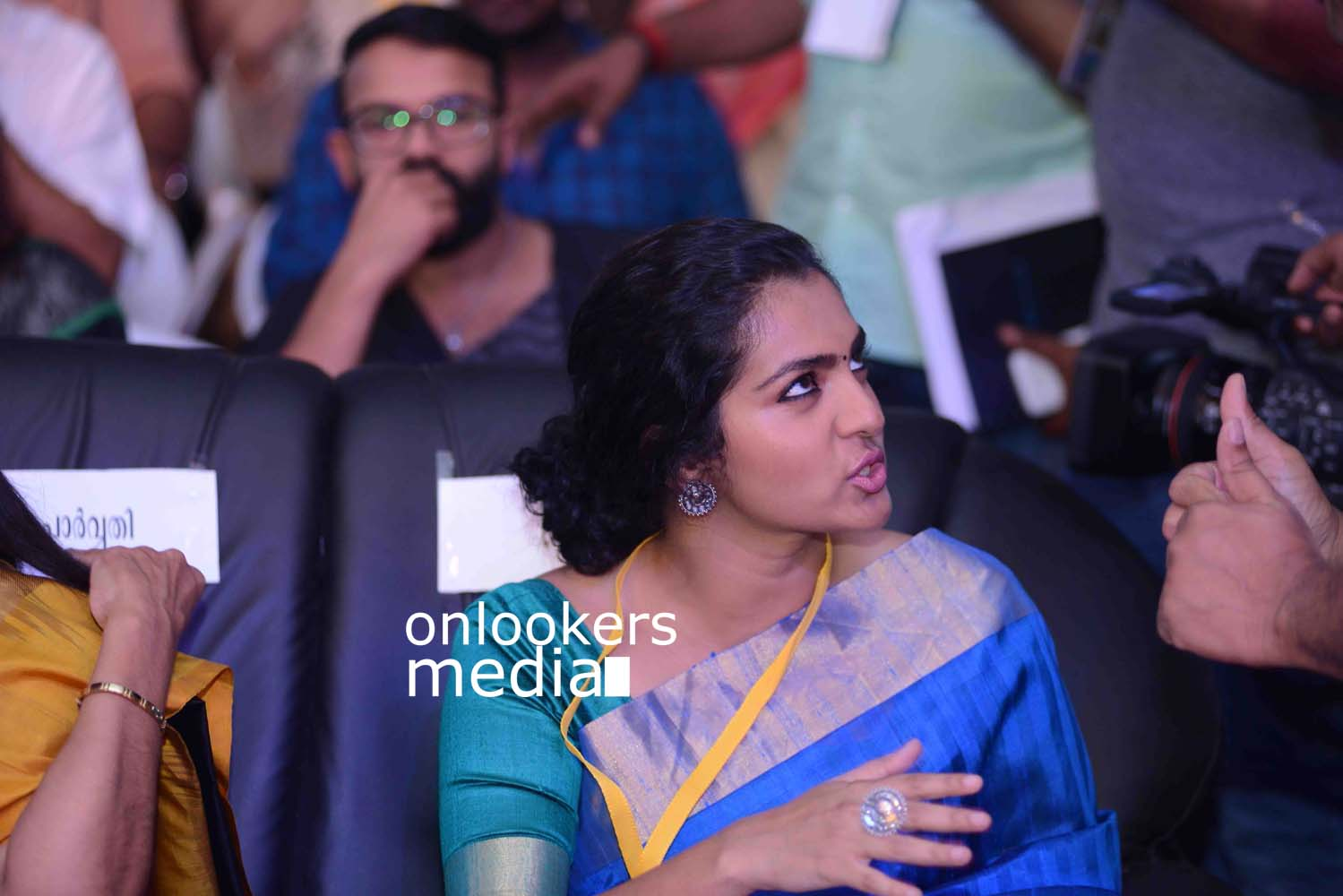 http://onlookersmedia.in/wp-content/uploads/2016/10/Parvathy-at-Kerala-State-Film-Awards-2015-stills-Photos-7.jpg