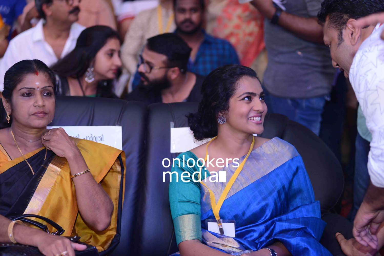 http://onlookersmedia.in/wp-content/uploads/2016/10/Parvathy-at-Kerala-State-Film-Awards-2015-stills-Photos-8.jpg