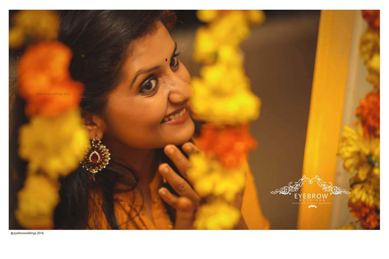 http://onlookersmedia.in/wp-content/uploads/2016/11/Actress-Sarayu-Mohan-Mehendi-Night-Stills-Photos-25.jpg