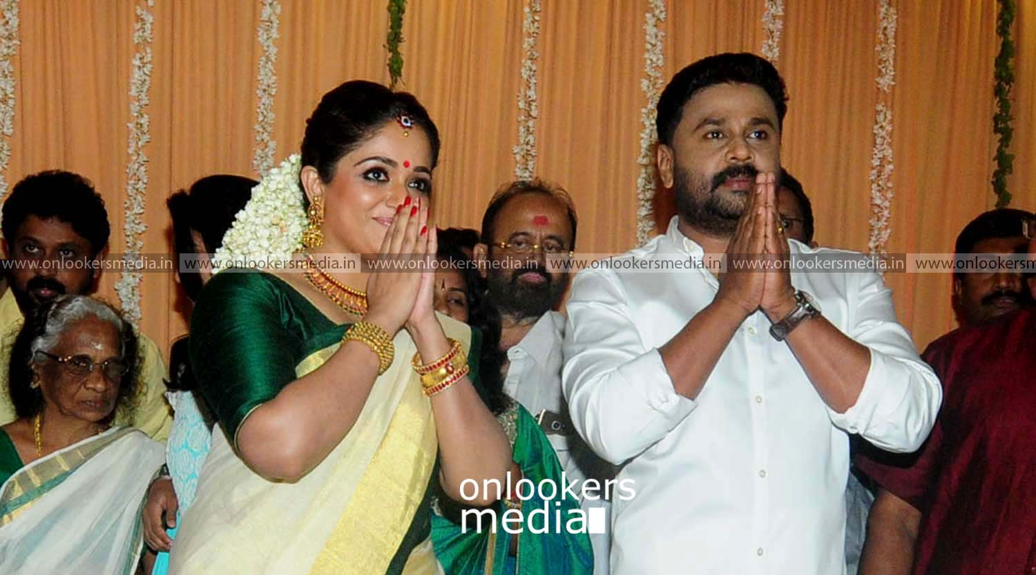 http://onlookersmedia.in/wp-content/uploads/2016/11/Dileep-Kavya-Madhavan-Wedding-Stills-Photos-10.jpg