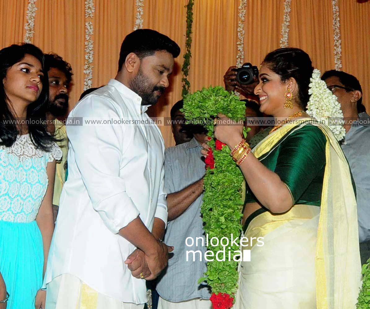 http://onlookersmedia.in/wp-content/uploads/2016/11/Dileep-Kavya-Madhavan-Wedding-Stills-Photos-14.jpg