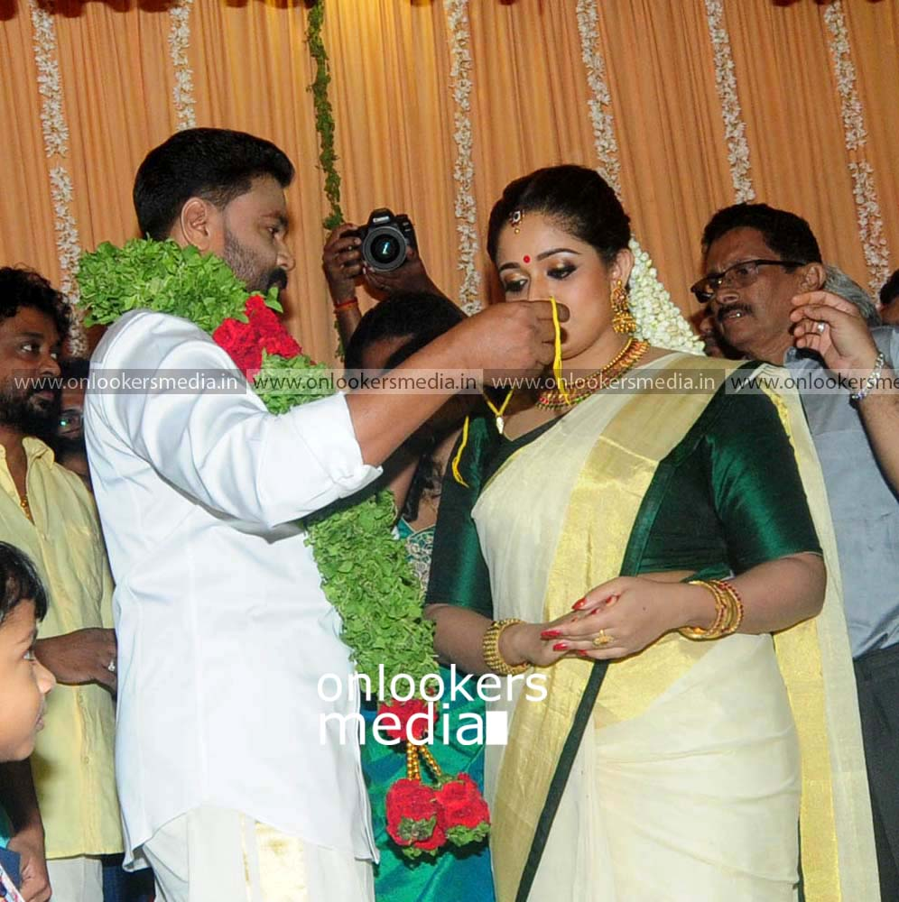 http://onlookersmedia.in/wp-content/uploads/2016/11/Dileep-Kavya-Madhavan-Wedding-Stills-Photos-15.jpg